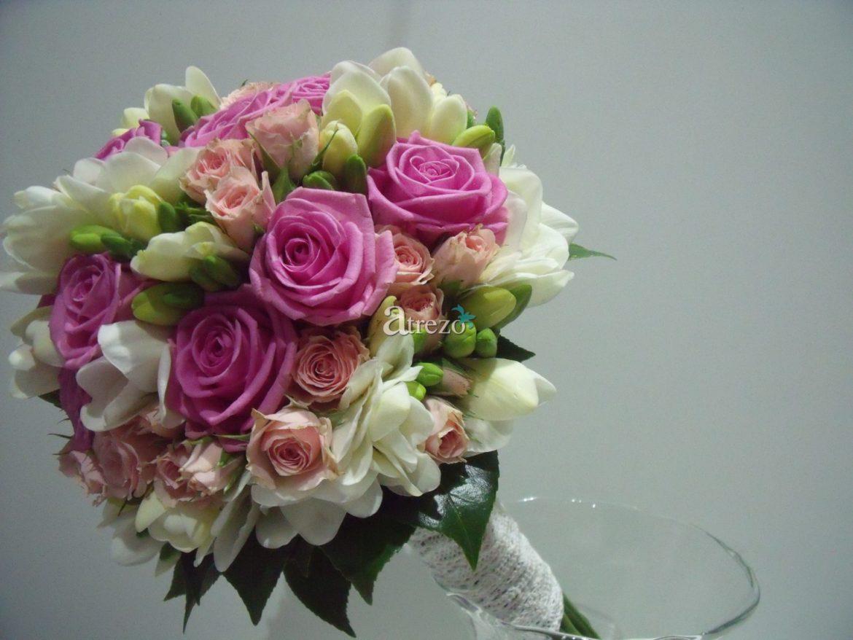 Rosa con toques blancos y verdes lateral