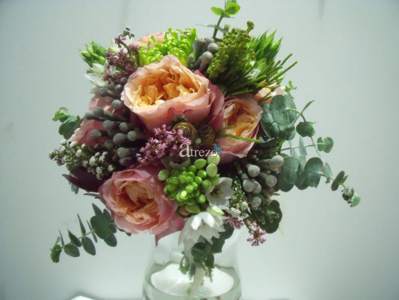 Rosa con decorados de verde
