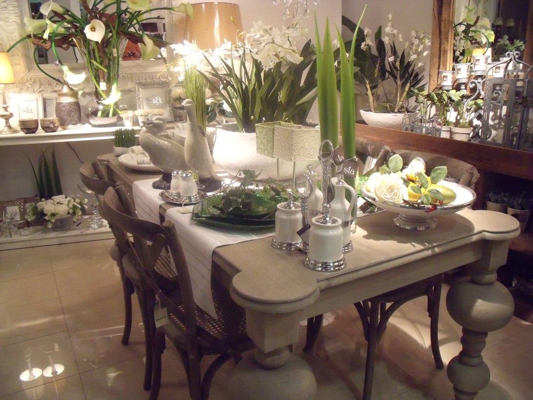 aparador centro de mesa con flores