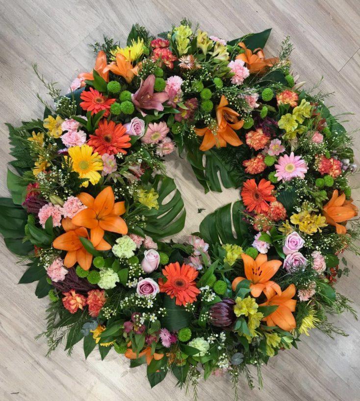 Corona de flores variadas de colores 90cm