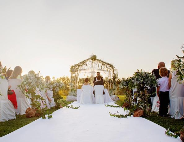 Decoracion Flores Blancas Altar Y Pasillo Boda Civil 3
