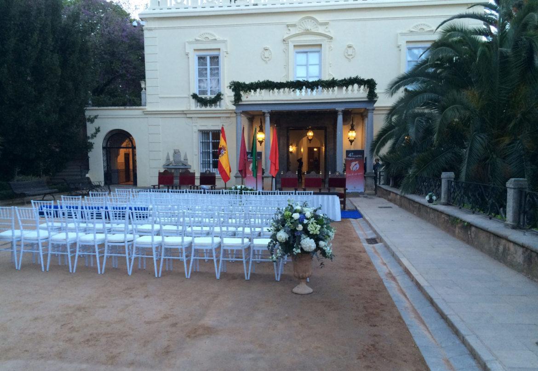 Decoramos un evento internacional en el Carmen de los Mártires con flores y plantas Atrezo