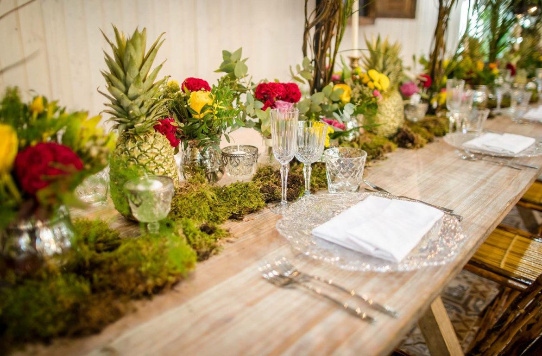 Centros de mesas tropicales y alegres para fiestas