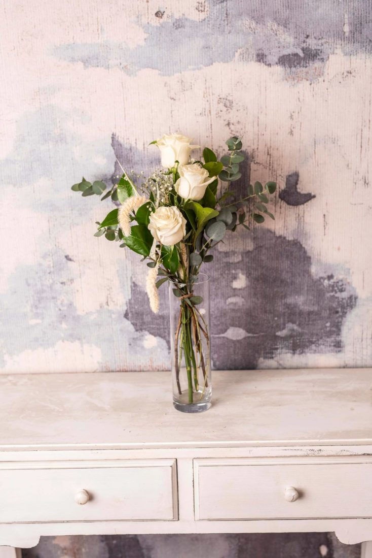 Pequeno Ramo De Rosas Blanca