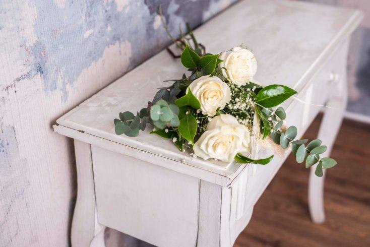 Pequeno Ramo De Rosas Blancas Preciosas
