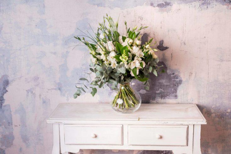 Ramo De Flores Variado Premium En Tonos Blancos