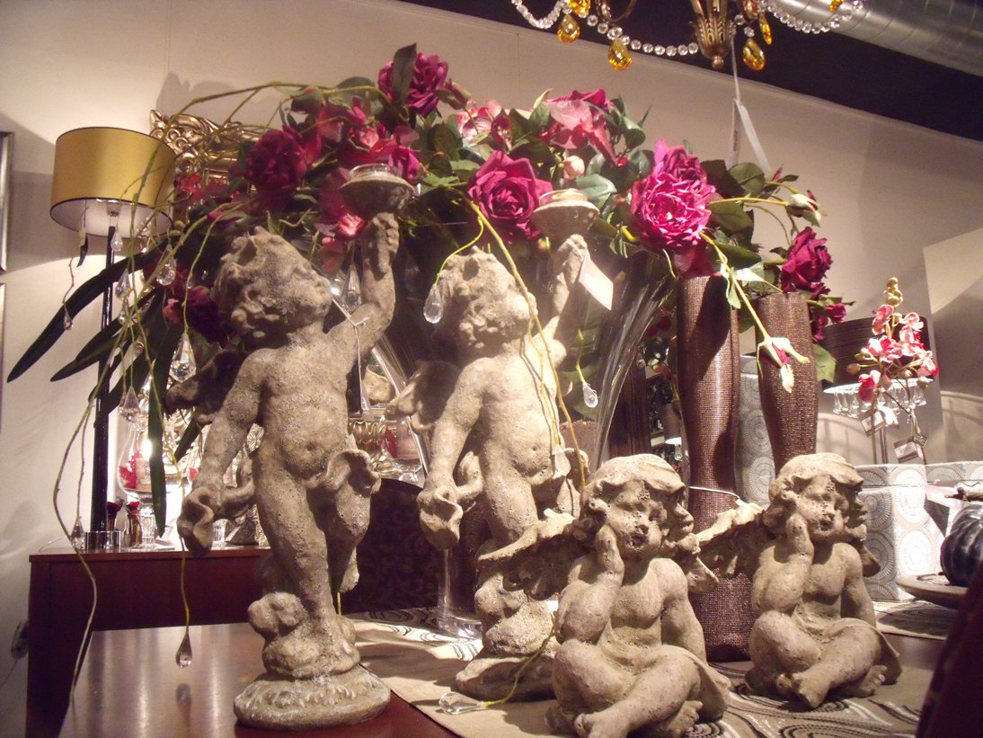 rosas con estatuas