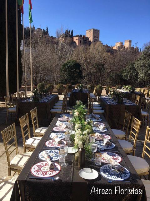 Decoración de mesas con centros florales en Palacio de los Córdova