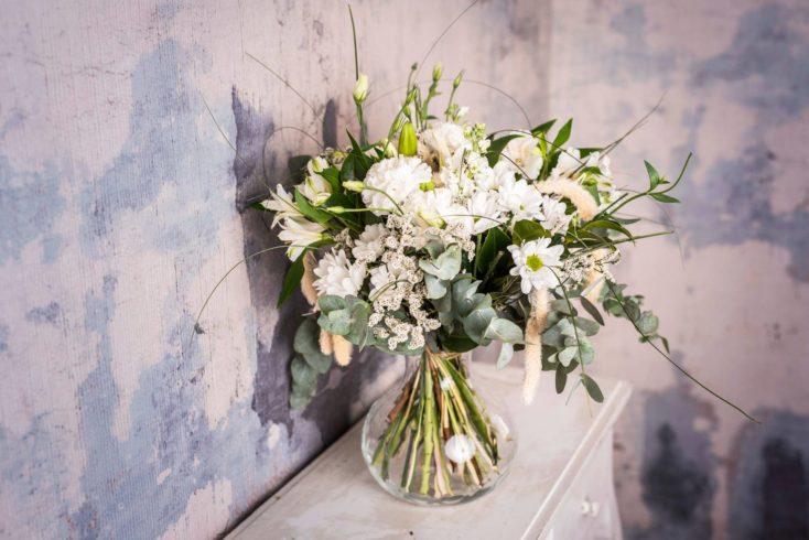 Ramo De Flores Variado Mediano Tonos Blancos