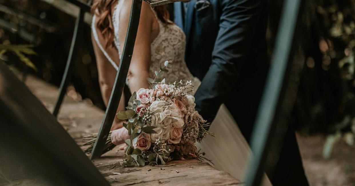 Ramo de novia flores blancas y rosas boda granada