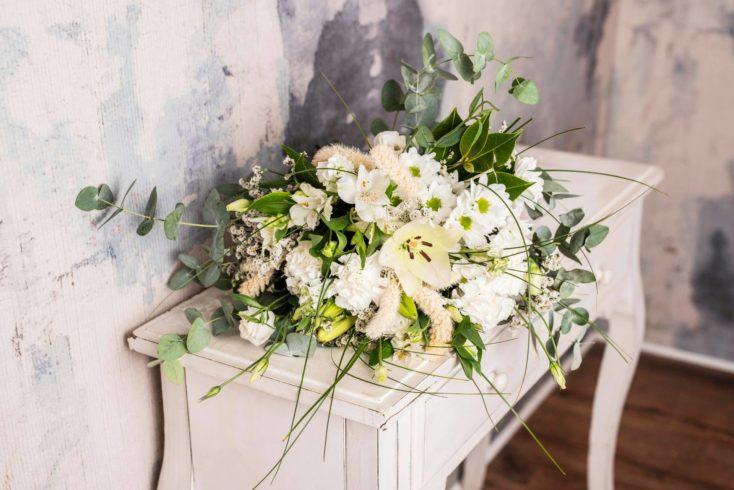 Ramo Variado Flores Blancas Mediano