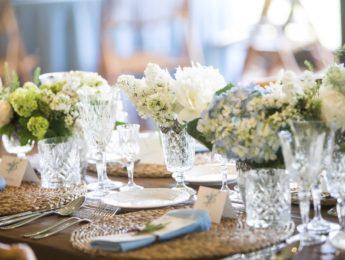 Flores para centro de mesa de invitados en boda